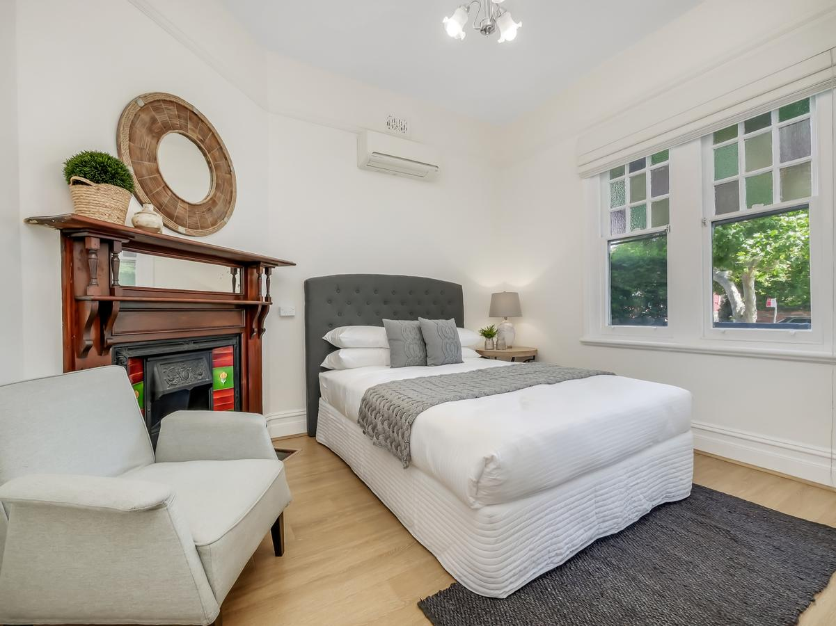 Large terrace in Sydneys lower North Shore - Accommodation QLD