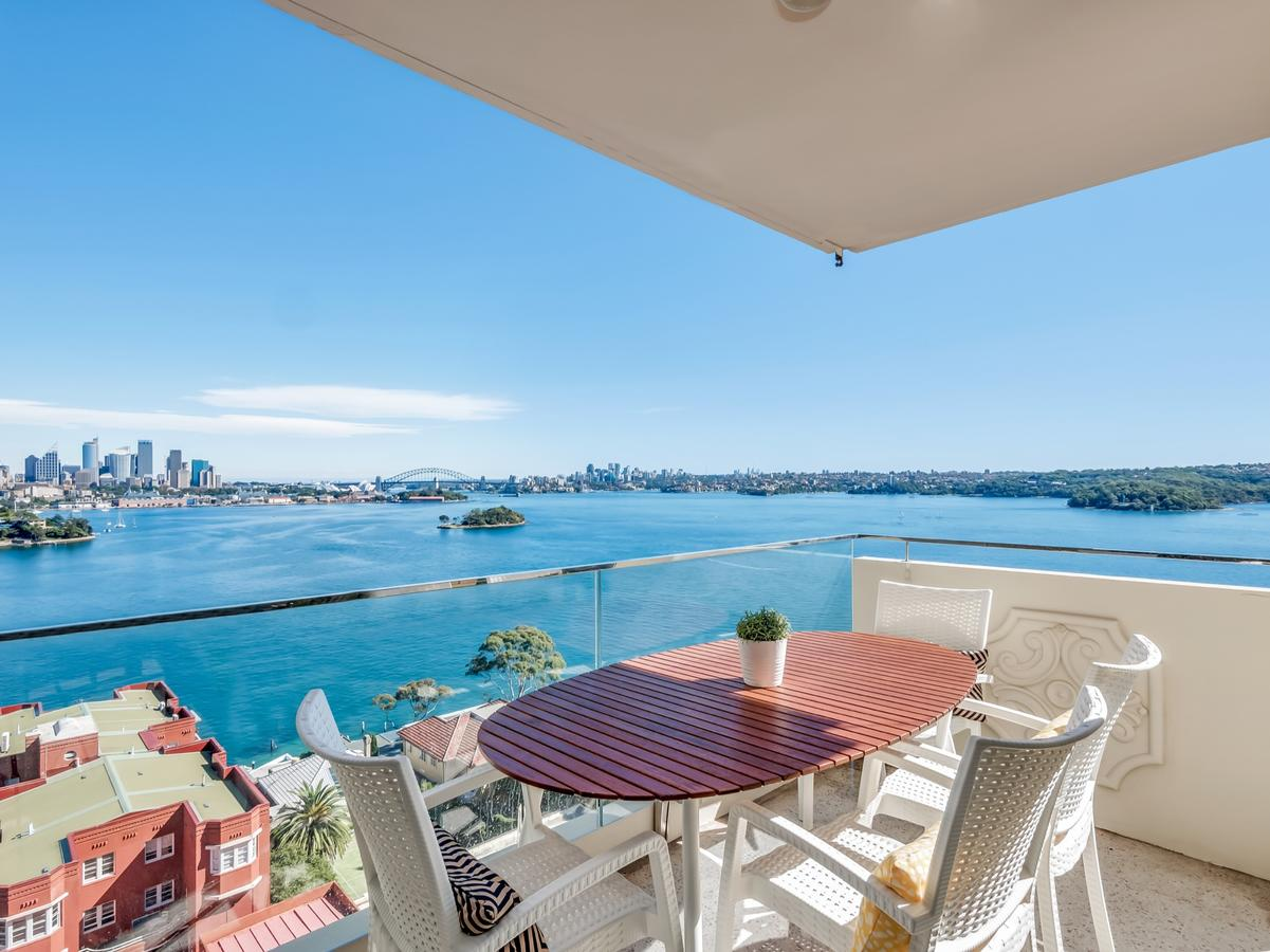 Panoramic harbour views and unbeatable comfort - Accommodation QLD