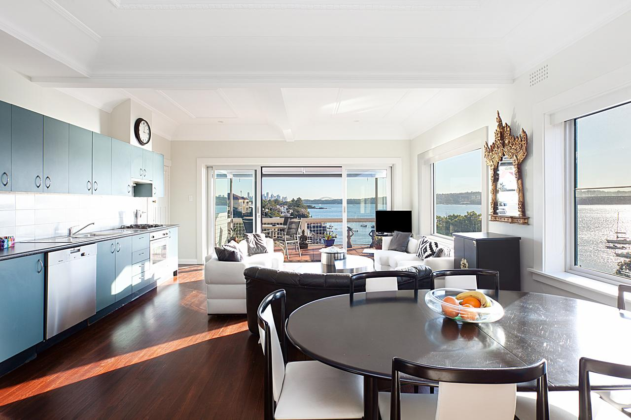 Art Deco Apartment With Breathtaking Water Views - Accommodation QLD