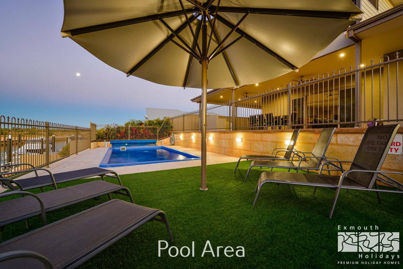 7 Kestrel Place - PRIVATE JETTY  POOL - Accommodation QLD