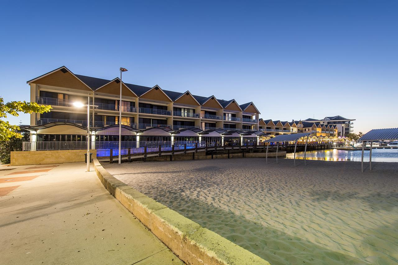 Dolphin Quay Apartments - Accommodation QLD