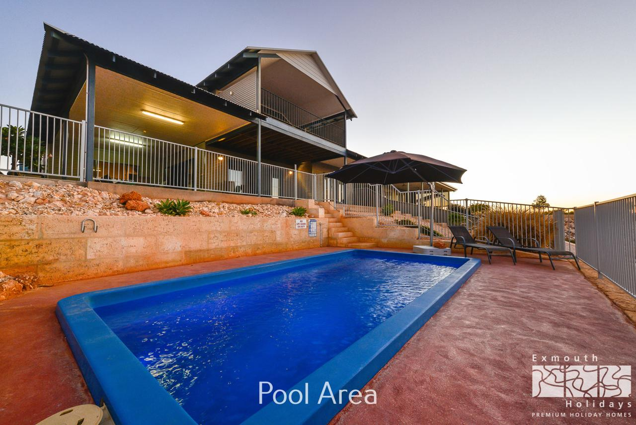 3 Kestrel Place - PRIVATE JETTY  POOL - Accommodation QLD