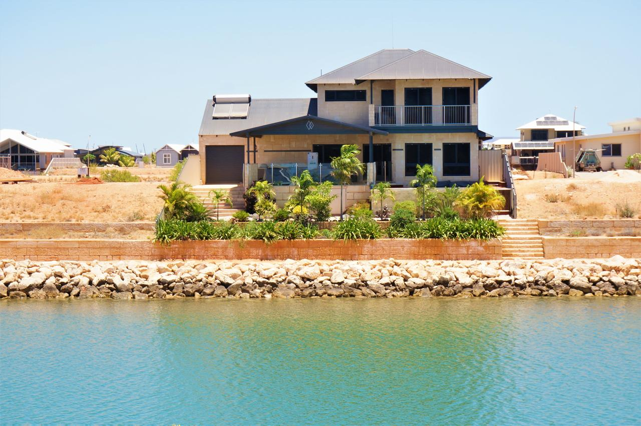27 Corella Court - Exquisite Marina Home With a Pool and Wi-Fi - Accommodation QLD