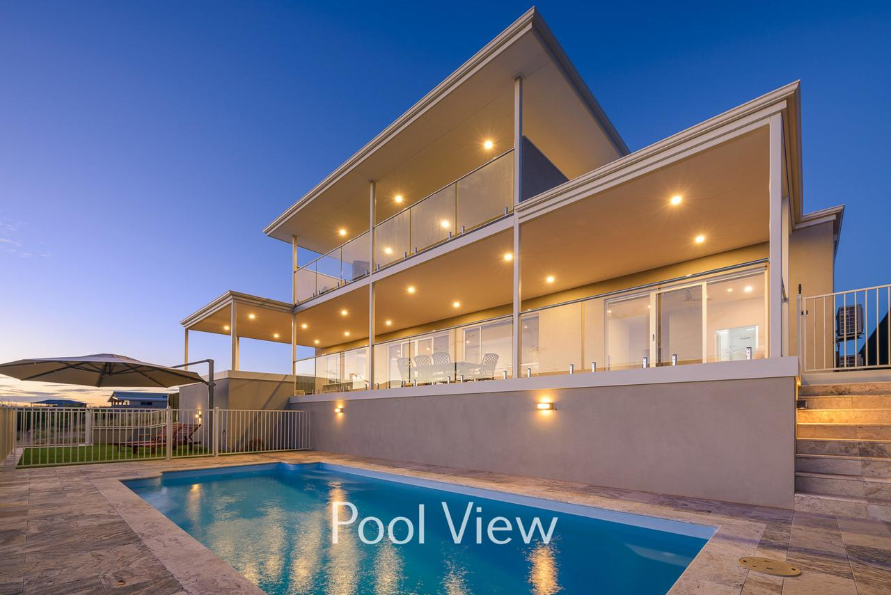 32 Corella Court - Private Jetty and Pool - Accommodation QLD
