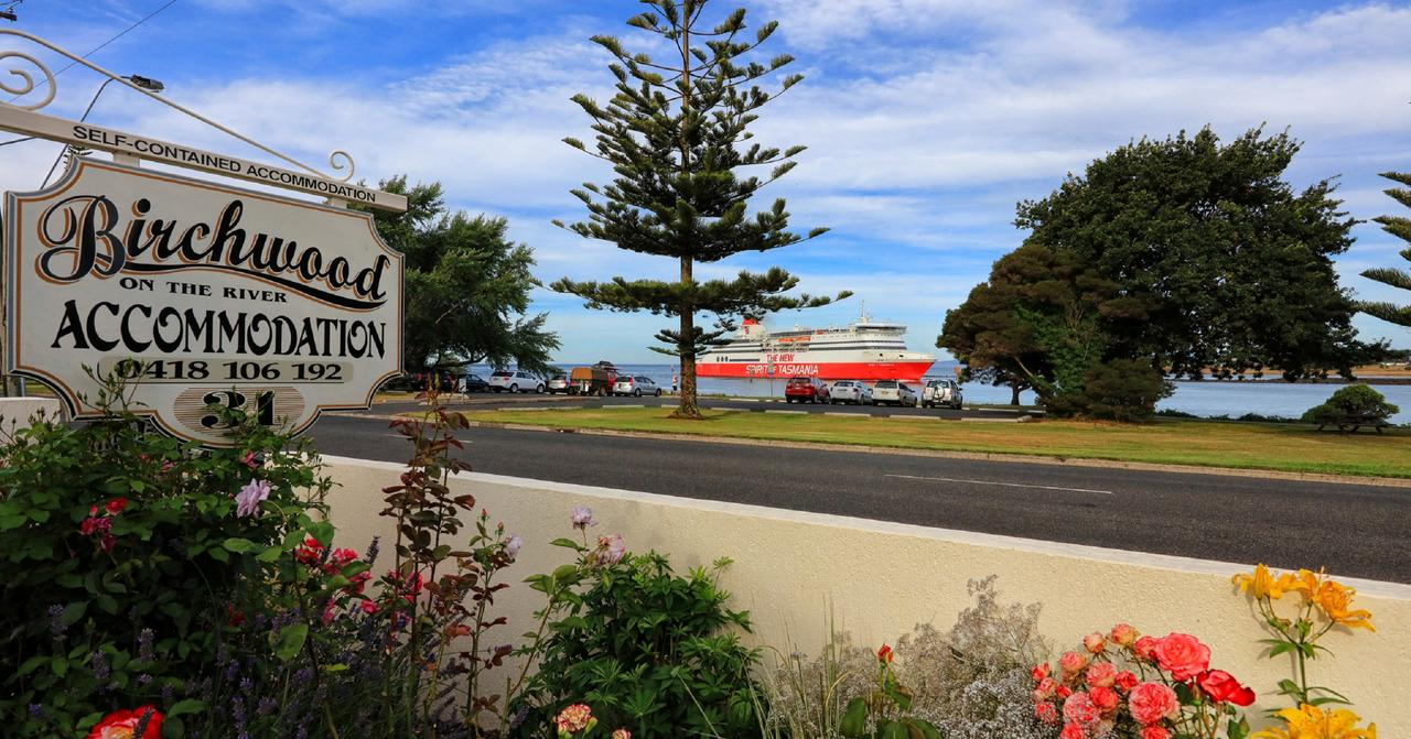 Birchwood Devonport self-contained self catering accommodation - Accommodation QLD