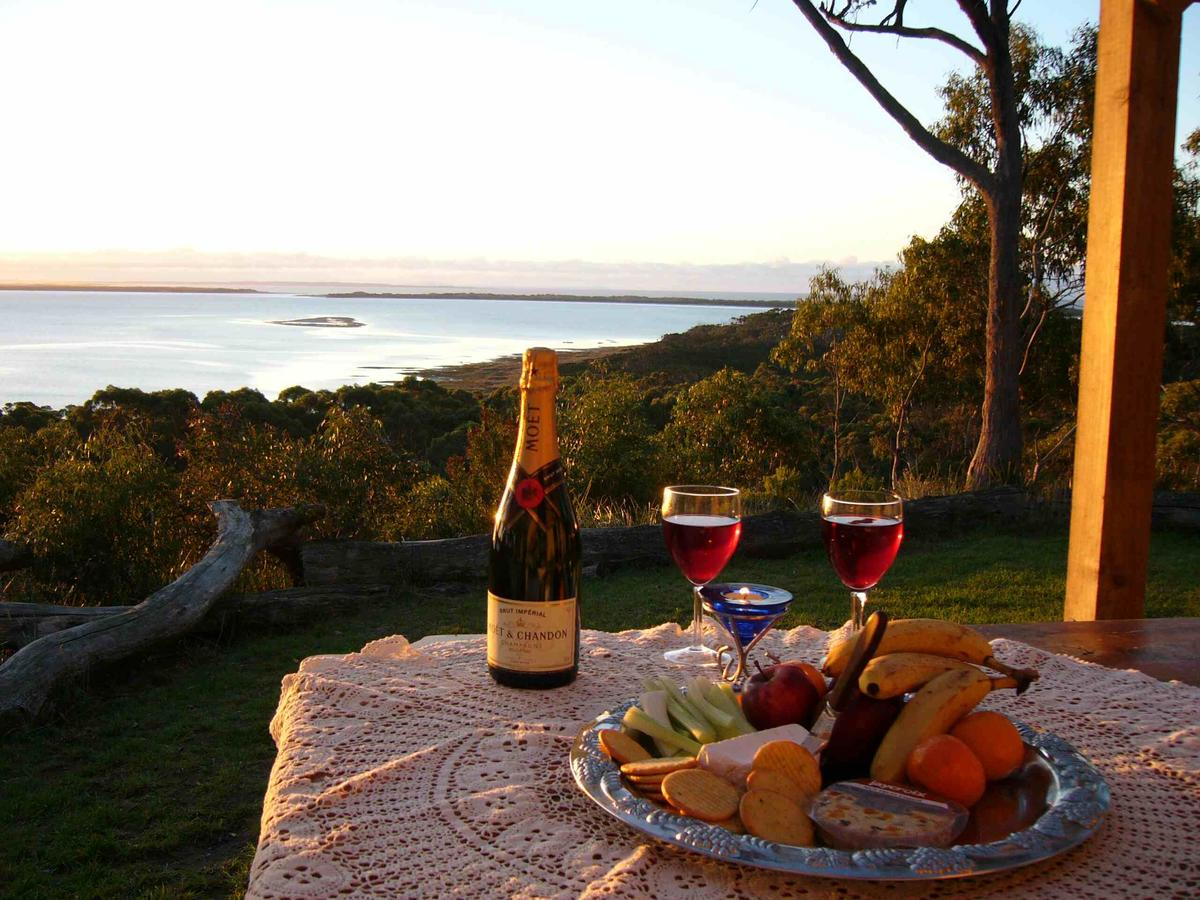 Island View Spa Cottage - Accommodation QLD