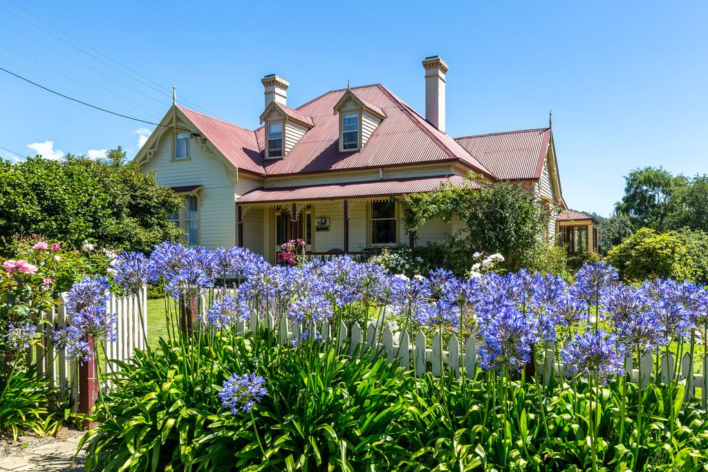 Cambridge House Bed  Breakfast - Accommodation QLD