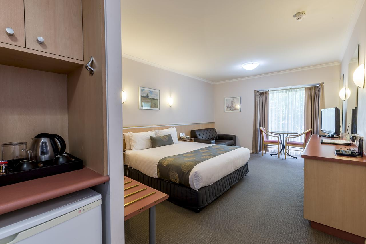 The Waverley International Hotel - Accommodation QLD