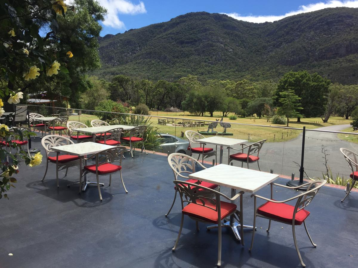 The Grampians Motel and The Views Bar  Restaurant - Accommodation QLD