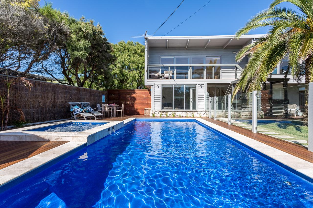 Front Beach House - Accommodation QLD