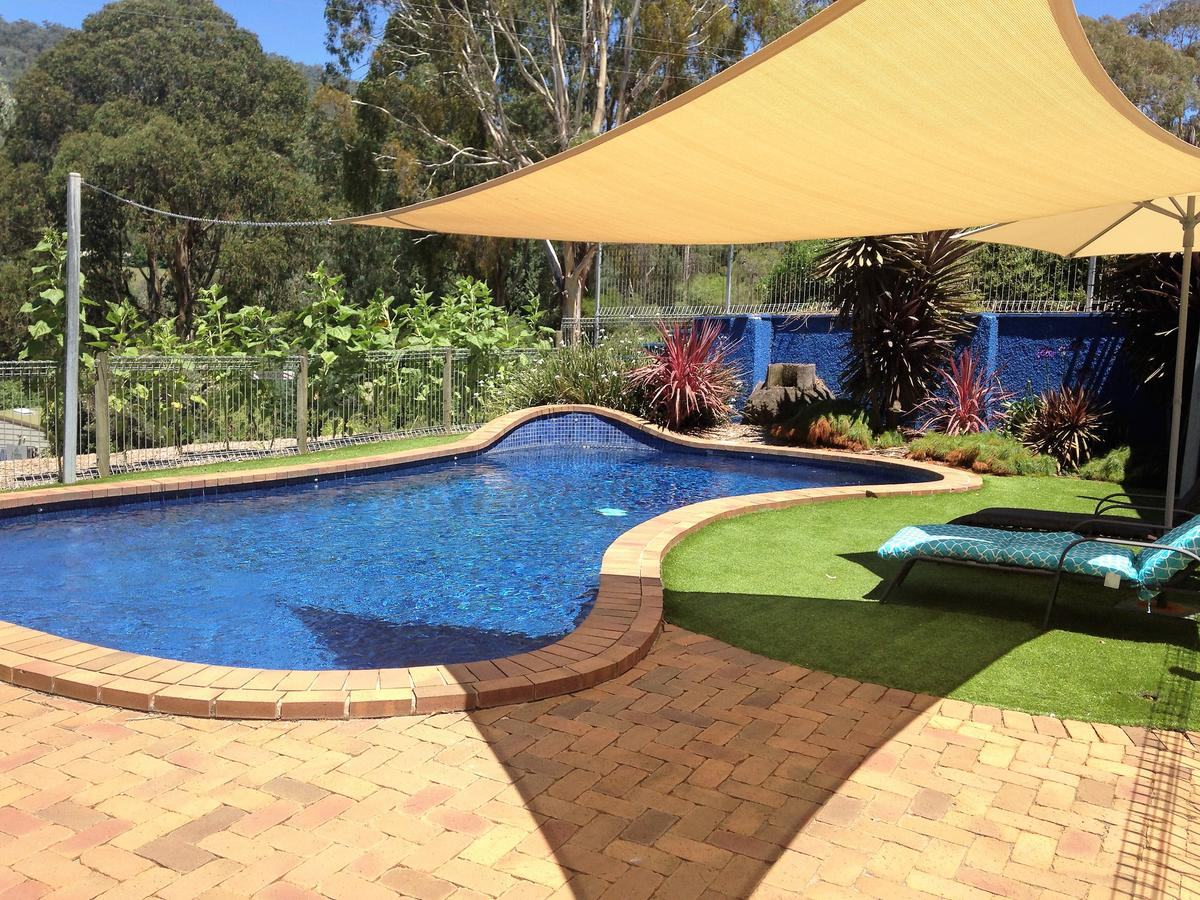 Snow View Holiday Units - Accommodation QLD