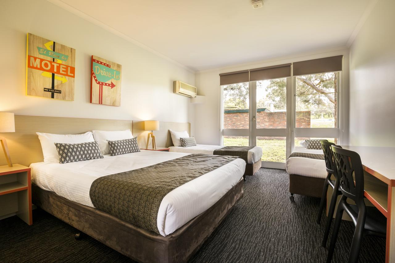 Burvale Hotel - Accommodation QLD