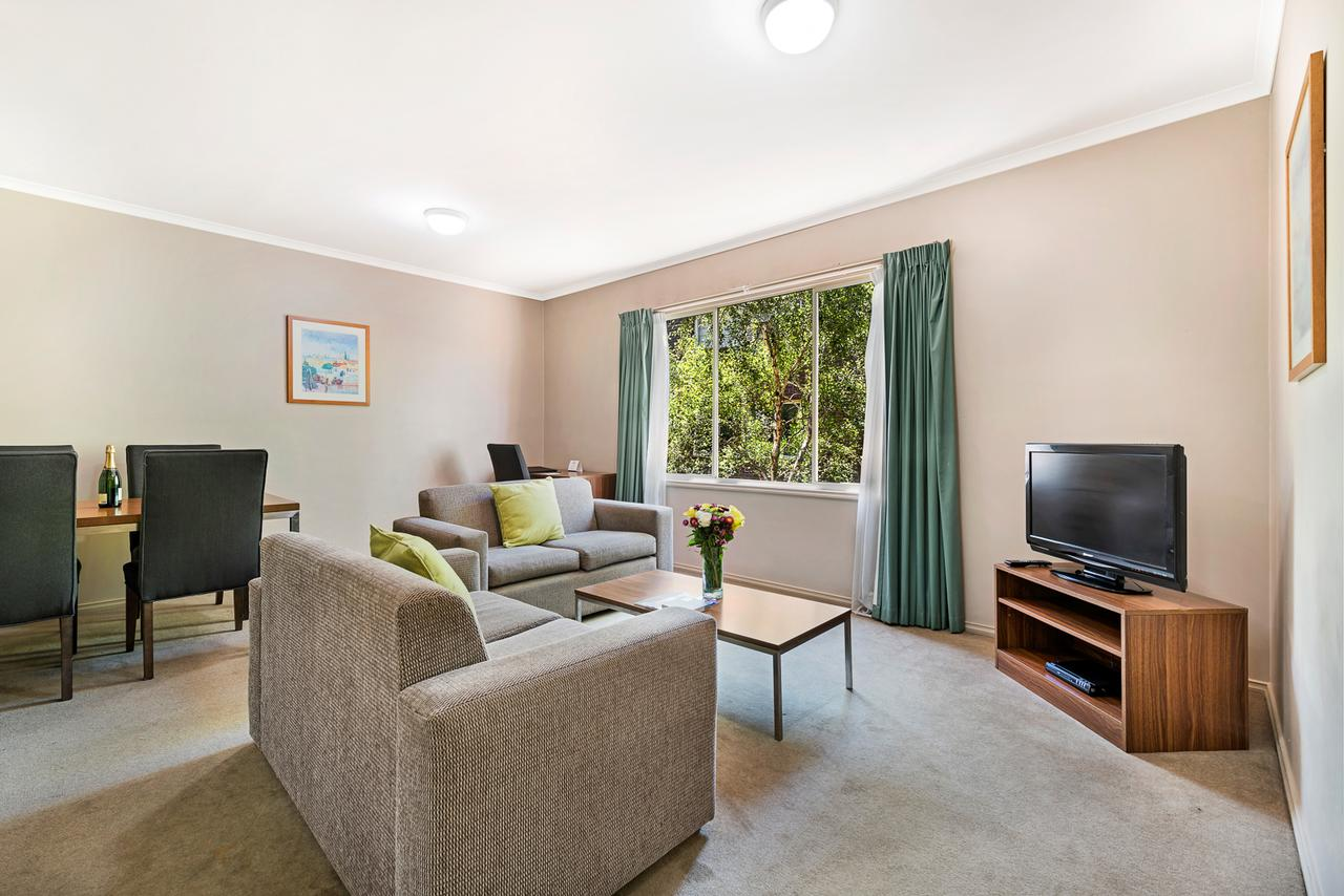 Punt Road Apartment Hotel - Accommodation QLD