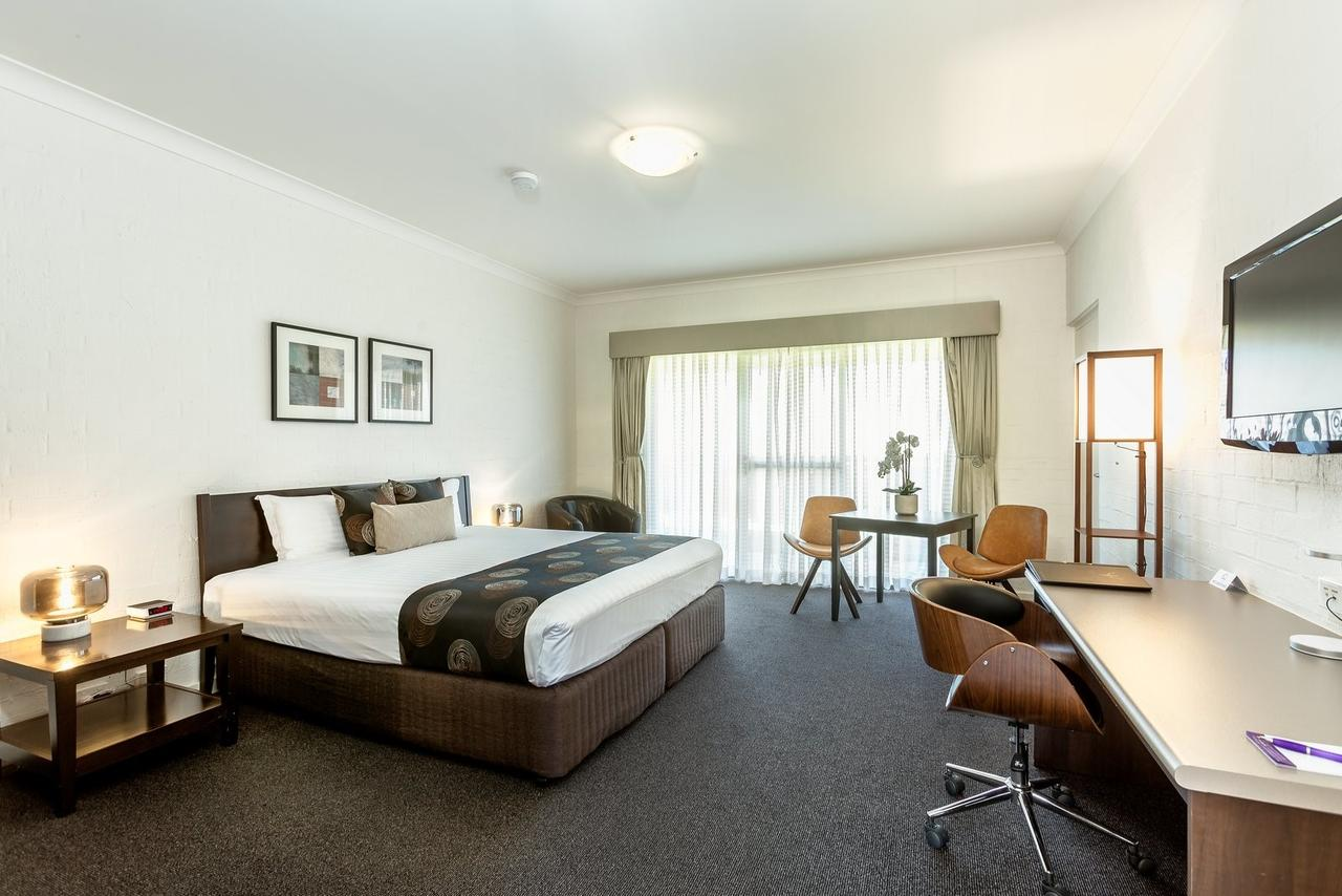 Blazing Stump Motel  Suites - Accommodation QLD