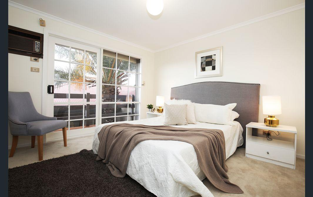 The Gallery Hours - Accommodation QLD
