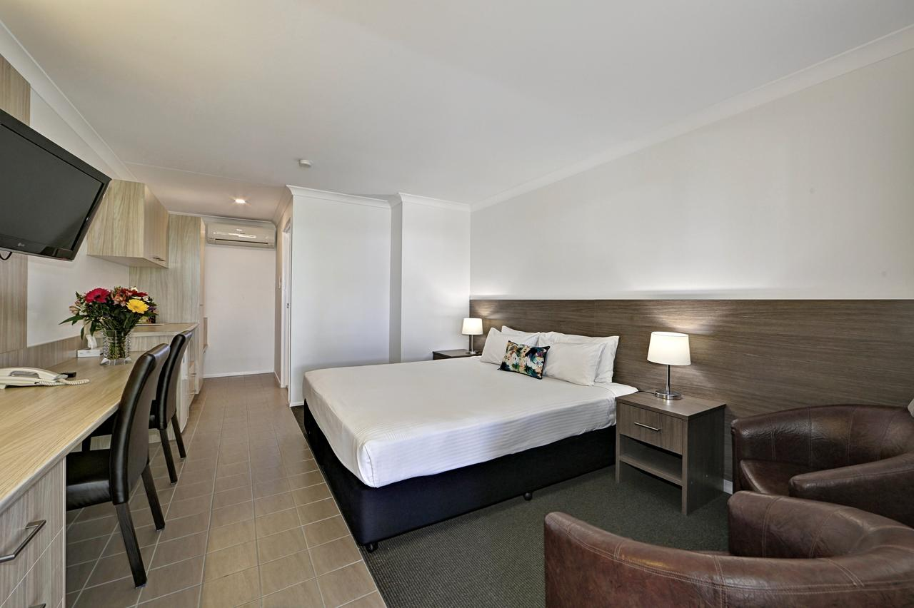 Smart Motels Bert Hinkler - Accommodation QLD