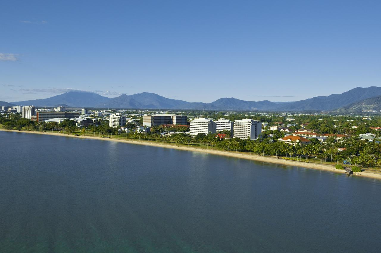 Holiday Inn Cairns Harbourside - Accommodation QLD