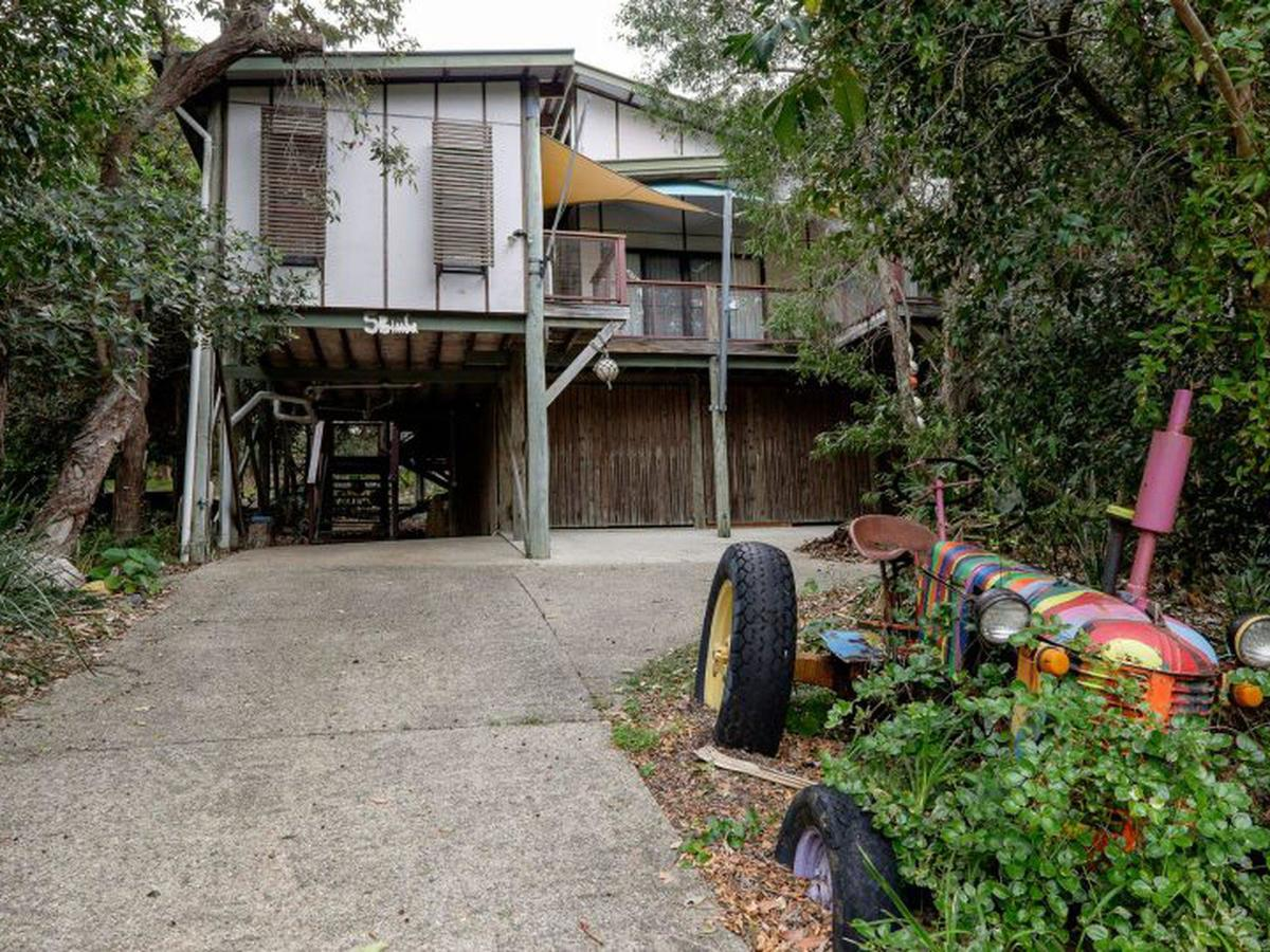 Five Bimba Tractor House - Accommodation QLD