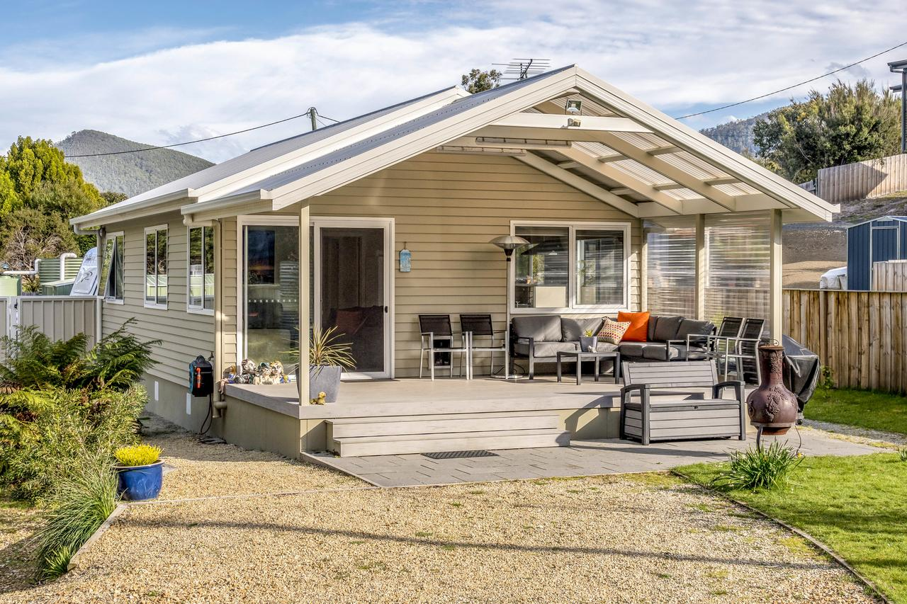 Adventure Bay Holiday Home - Accommodation QLD