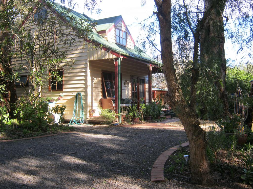 Ballarat cottages incorporating yarrowee cottage and Admirals cottage - Accommodation QLD